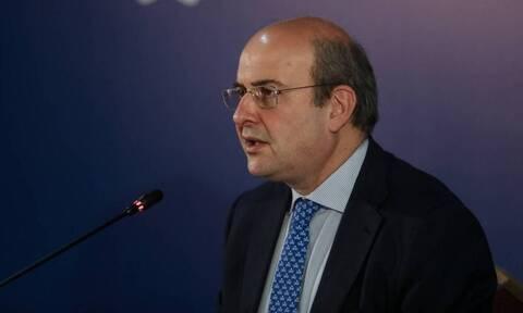 Χατζηδάκης: Δεν θα υπάρχει χρονικό όριο στην αναστολή εργασίας για αρνητές