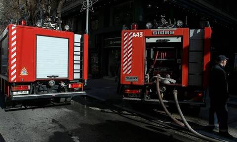 Συναγερμός στη Θεσσαλονίκη: Εντοπίστηκε απανθρακωμένο πτώμα σε καμένο Ι.Χ.