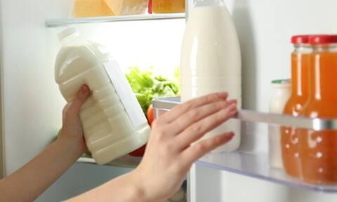 Πώς με πέντε βήματα θα καθαρίσετε σωστά το ψυγείο