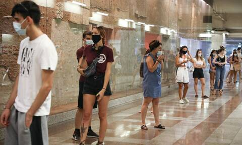 Βατόπουλος στο Newsbomb.gr: Υπάρχουν και νέοι στις ΜΕΘ - Έντονη ανησυχία για τη διασπορά