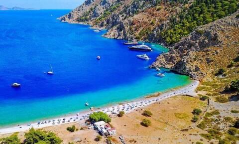 Μοναδικό φαινόμενο: Ελληνική παραλία έχει διαφορετικές αποχρώσεις!