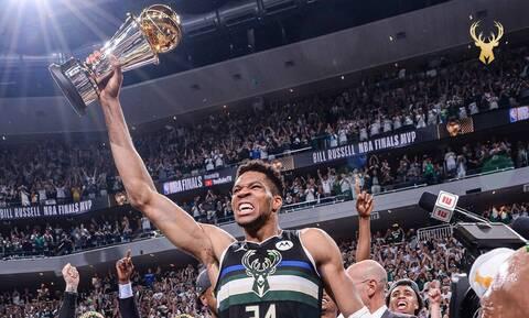 NBA: Το πρώτο μήνυμα Αντετοκούνμπο μετά την κούπα - Την πήρε σπίτι του (pics)