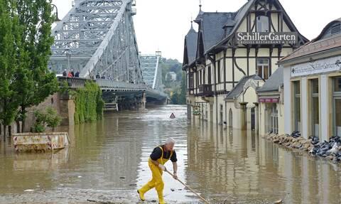 Γερμανία: «Βυθίζεται» δημοσκοπικά το CDU μετά τις πλημμύρες