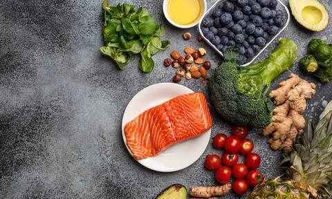 13 αντιφλεγμονώδεις τροφές που πρέπει να καταναλώνετε τακτικά (video)