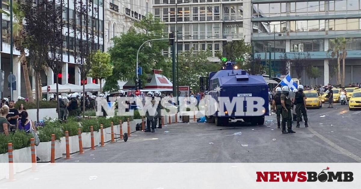 Επεισόδια στο κέντρο της Αθήνας: «Αύρες» και χημικά στο Σύνταγμα σε συγκέντρωση κατά των εμβολίων – Newsbomb – Ειδησεις