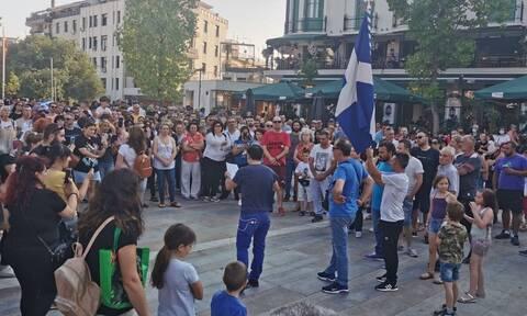Νέες συγκεντρώσεις κατά της υποχρεωτικότητας του εμβολιασμού σε πολλές πόλεις της Ελλάδας (pics-vid)