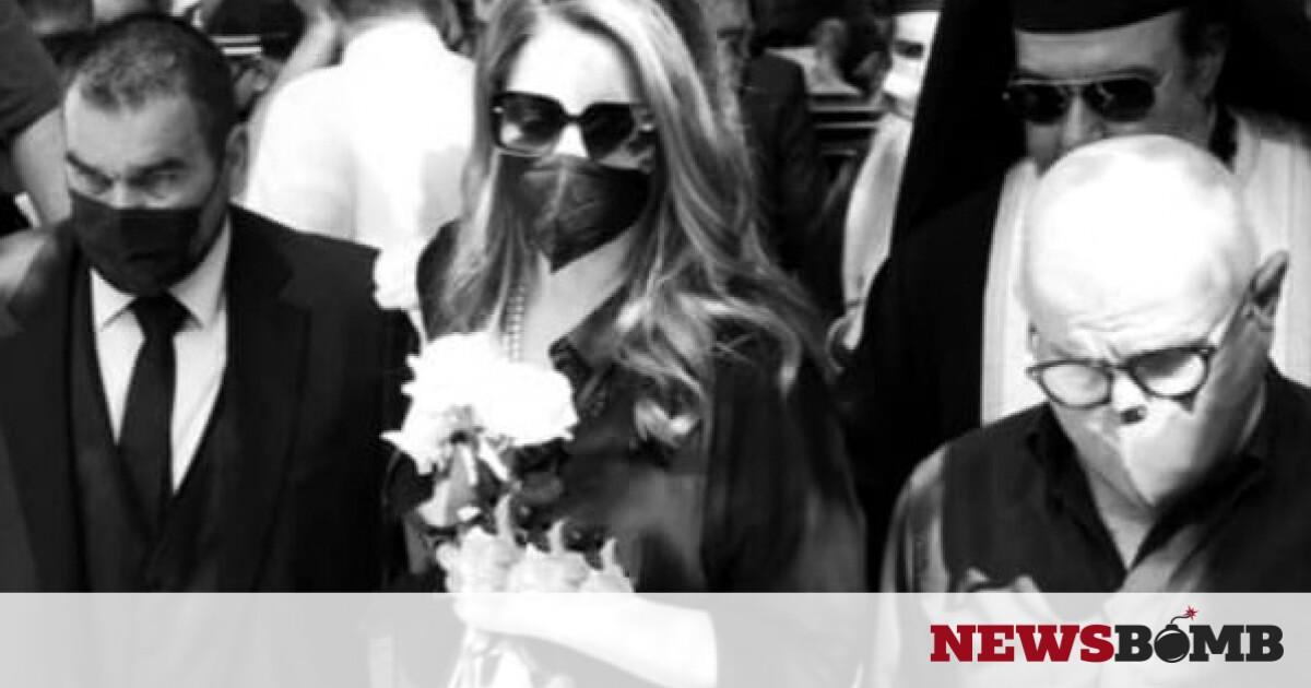 «Ραγίζει» καρδιές η Άντζελα Γκερέκου: Με ποιο τραγούδι είπε «αντίο» στον Τόλη Βοσκόπουλο – Newsbomb – Ειδησεις
