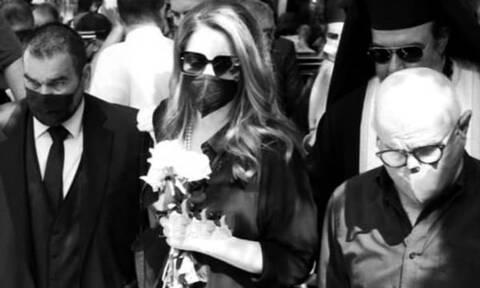 «Ραγίζει» καρδιές η Άντζελα Γκερέκου: Με ποιο τραγούδι είπε «αντίο» στον Τόλη Βοσκόπουλο
