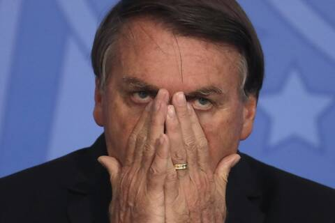 YouTube: «Μαύρο» στα βίντεο του προέδρου της Βραζιλίας λόγω παραπληροφόρησης για τον κορονοϊό
