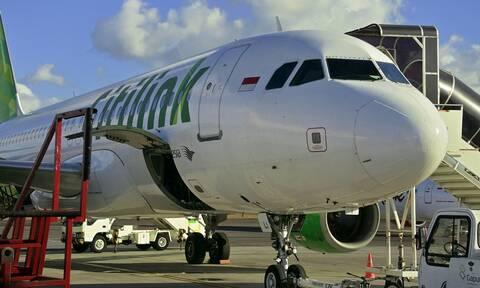 Ινδονησία: Άνδρας θετικός στον κορονοϊό υποδύθηκε τη γυναίκα του και μπήκε σε αεροπλάνο!