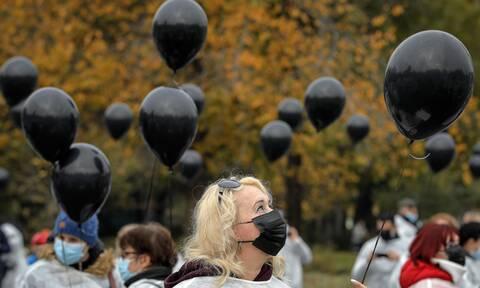 Κορονοϊός: 120 εκατομμύρια ευρώ απο την Κομισιόν στη «μάχη» κατά της πανδημίας και των μεταλλάξεων