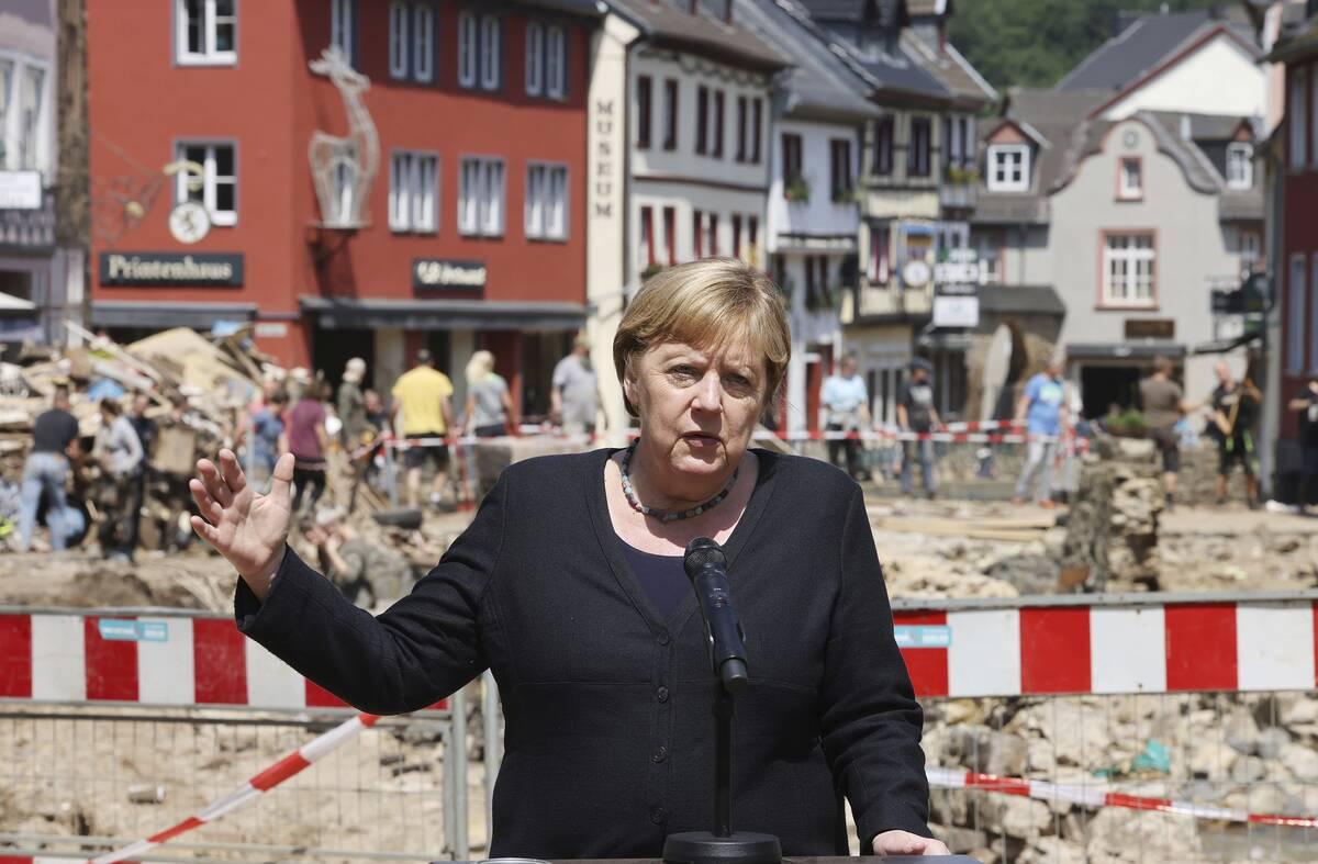 H Μέρκελ στις περιοχές που επλήγησαν απο τις πλημμήρες