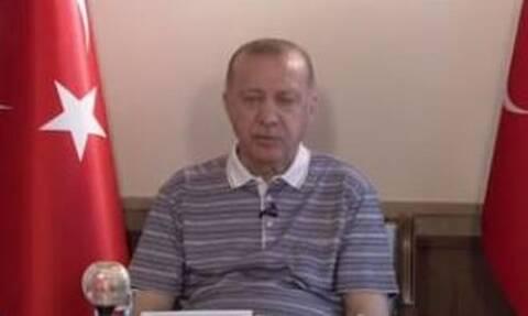 «Κουρασμένος Ερντογάν»: Βίντεο προκαλεί σάλο για την υγεία και την εικόνα του Τούρκου προέδρου