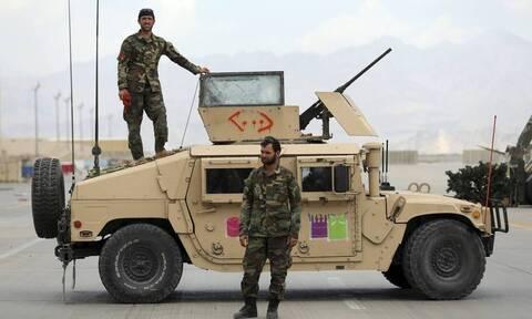 Αφγανιστάν: Αντιμέτωπες με την προέλαση των Ταλιμπάν οι ένοπλες δυνάμεις αλλάζουν στρατηγική