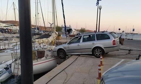 Σύρος: Αυτοκίνητο... τράκαρε με ιστιοπλοϊκό