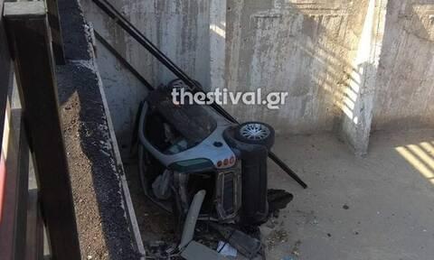Θεσσαλονίκη: Επεισοδιακή καταδίωξη και σύλληψη τριών ατόμων - Το αυτοκίνητο έκανε βουτιά σε πάρκινγκ