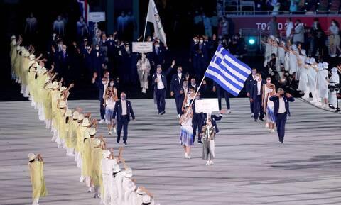 Ολυμπιακοί Αγώνες: Η είσοδος της Ελλάδας με Πετρούνια-Κορακάκη στο Ολυμπιακό Στάδιο (pics+vid)