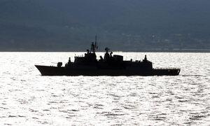 Επεισόδιο με τουρκικές φρεγάτες νότια της Κρήτης, σε ναυάγιο με μετανάστες