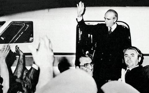 Η Αποκατάσταση της Δημοκρατίας, ο Καραμανλής και το «Boys pray for me»