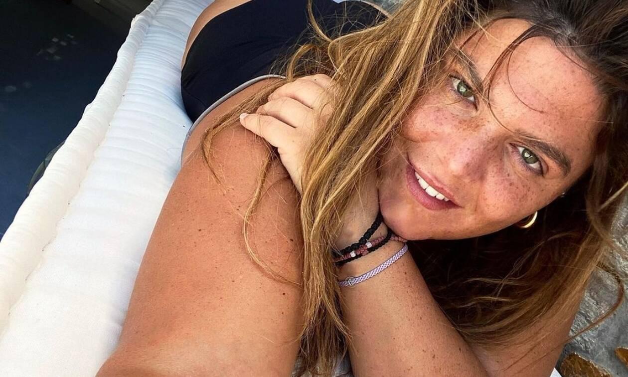 Δανάη Μπάρκα: Οι φωτογραφίες από τις διακοπές και η πόζα με μαγιό στο σκάφος