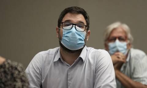 Ηλιόπουλος: Σε «ώρα ληστείας» έφερε το ασφαλιστικό στη Βουλή η κυβέρνηση