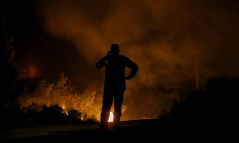 Φωτιά ΤΩΡΑ: Δύσκολη νύχτα σε Επίδαυρο και Κορινθία - Οριοθετήθηκαν σε Εύβοια και Χαλκιδική