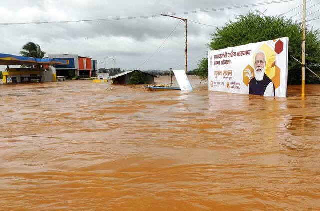 Κατολισθήσεις και πλημμύρες στην Ινδία