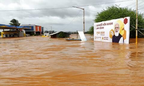 Ινδία: Δεκάδες νεκροί από κατολισθήσεις και πλημμύρες που προκάλεσαν οι μουσώνες