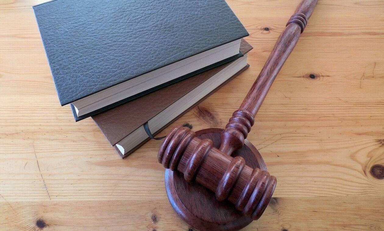 Απόφοιτοι νομικών σχολών: Παράταση στις αιτήσεις για την πρακτική άσκηση για απόκτηση άδειας