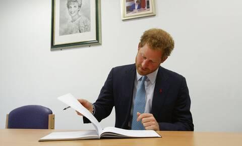 «Χρυσή» συμφωνία του πρίγκιπα Χάρι για 4 βιβλία: Το ένα θα δημοσιευθεί μετά το θάνατο της Ελισάβετ