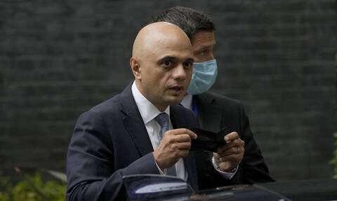 Γκάφα με tweet του υπουργού Υγείας στη Βρετανία: Τι έγραψε για την Covid-19
