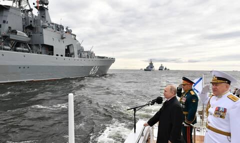 Βίντεο: Επίδειξη ναυτικής ισχύος στην Αγία Πετρούπολη για τη ρωσική Ημέρα του Ναυτικού