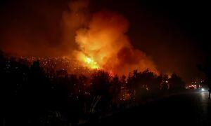 Φωτιά ΤΩΡΑ: Ολονύχτια μάχη με τις φλόγες στην Κορινθία - Ανεξέλγκτο το πύρινο μέτωπο