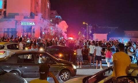 Κρίση στην Τυνησία: Οχήματα του στρατού περικύκλωσαν το κοινοβούλιο - Στους δρόμους οι πολίτες