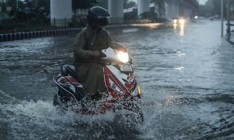 Ινδία: Πάνω από 160 οι νεκροί από τις καταρρακτώδεις βροχές