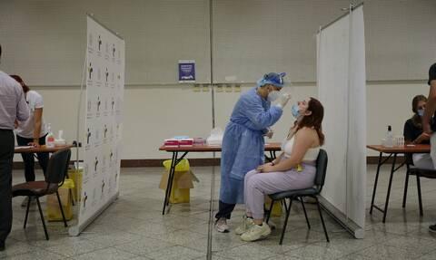 Αυξημένο ιικό φορτίο σε όλο και μικρότερες ηλικίες - Τι δείχνουν τα rapid test του ΕΟΔΥ