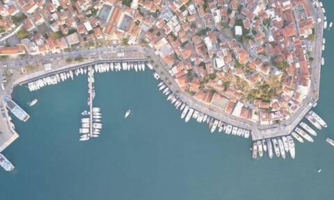 Πόρος: Μποτιλιάρισμα από σκάφη στο λιμάνι το Σαββατοκύριακο (pics)