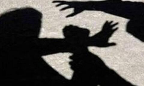 Κρήτη: Άγρια επίθεση έξω από τράπεζα - Του «άνοιξε» το κεφάλι με μία μαγκούρα