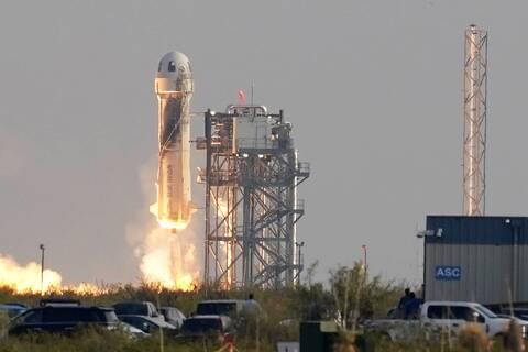 Tζεφ Μπέζος: Γιατί προσφέρει 2 δισεκατομμύρια δολάρια στη NASA- Φουντώνει ο «πόλεμος των άστρων»