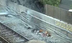 Φωτιά σε καλώδια του ΗΣΑΠ στον Πειραιά - Δεν εκτελούνται τα δρομολόγια