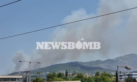 Φωτιά στη Σταμάτα: «Πνίγονται» από τον καπνό τα βόρεια προάστια
