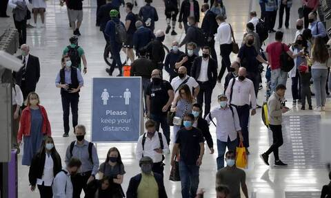 Βρετανία - Κορονοϊός: Η Αγγλία θα ανοίξει τις πύλες της για τους πλήρως εμβολιασμένους τουρίστες