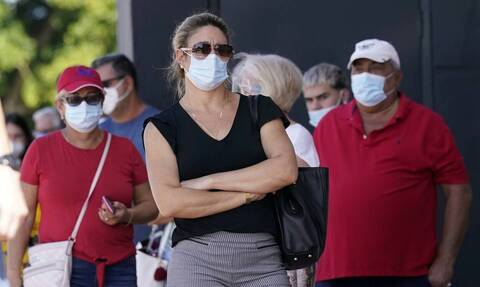 ΗΠΑ - Κορονοϊός: Τα CDC συνιστούν στους πλήρως εμβολιασμένους να φορούν μάσκα σε κλειστούς χώρο
