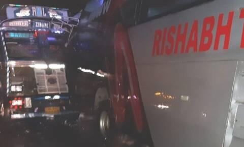 Ινδία: 18 νεκροί σε φονικό τροχαίο με φορτηγό και λεωφορείο