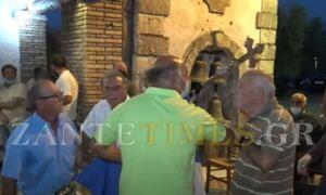 Ζάκυνθος: Χαμός στο πανηγύρι του Αγίου Παντελεήμονα - Παραλίγο να πιαστούν στα χέρια για τα εμβόλια
