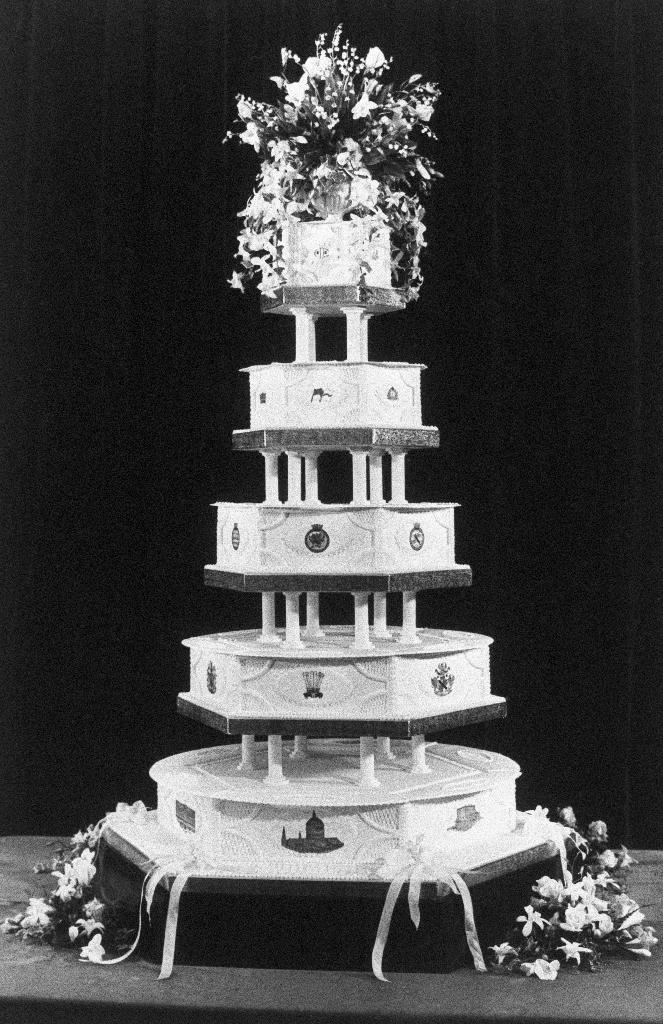 Η γαμήλια τούρτα του Καρόλου και της Νταϊάνα