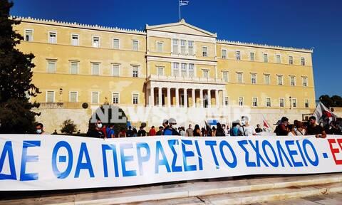 Ολοκληρώθηκε το πανεκπαιδευτικό συλλαλητήριο στο κέντρο της Αθήνας (pics)