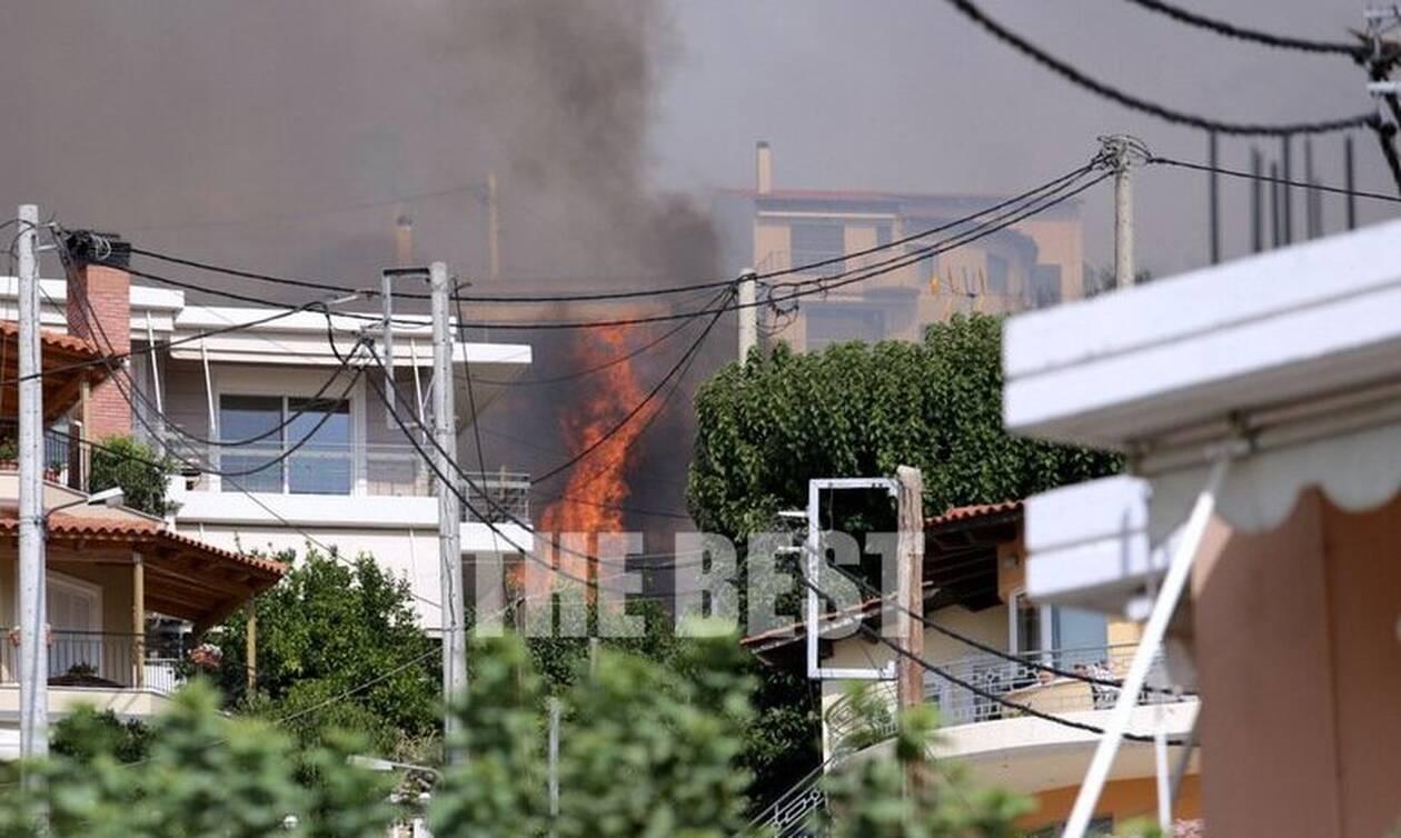 Φωτιά - Αχαΐα: Πέντε σπίτια και ένα αυτοκίνητο τυλίχτηκαν στις φλόγες