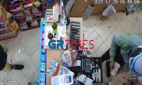 Θεσσαλονίκη: «Μπούκαραν» με σφυρί σε μίνι μάρκετ – Βίντεο ντοκουμέντο