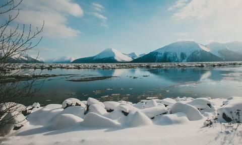 Πώς το λιώσιμο των πάγων συνδέεται με τον μεγάλο σεισμό ύψους 8,2 Ρίχτερ στην Αλάσκα